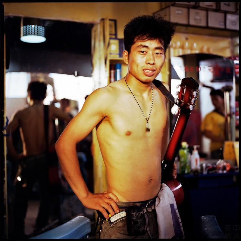 哈苏相机里的『老男孩』-菲林中文-独立胶片摄影门户!