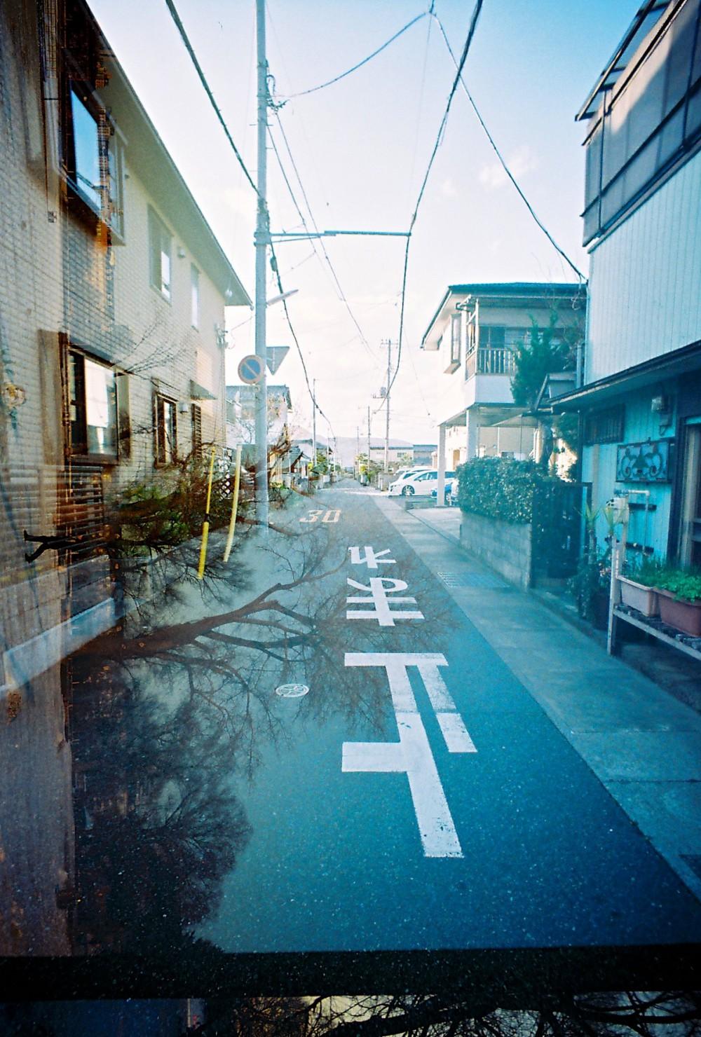 富士市是很安靜平和的小鎮子 正值放學 走在路上 我這種異鄉人因來了年輕的面孔上不少好奇的目光