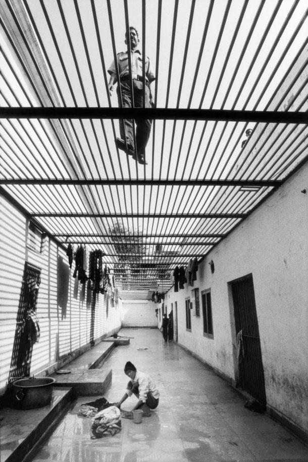 深入监狱!摄影师镜头下的年轻囚犯