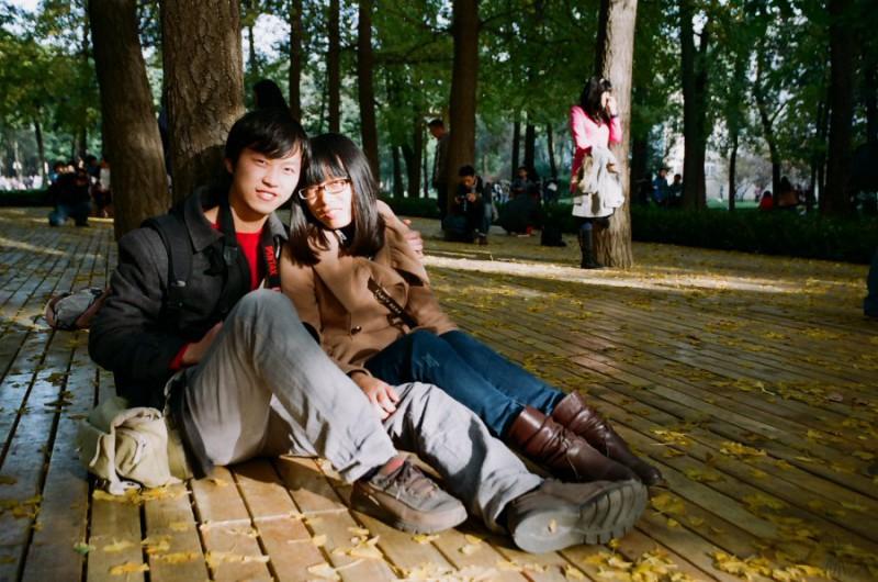 周末漫步某大学-菲林中文-独立胶片摄影门户!