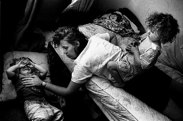 茱莉的故事:跟拍患病女子18年-菲林中文-独立胶片摄影门户!