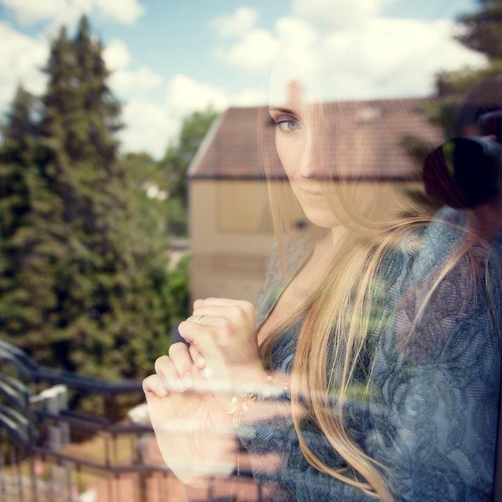 玻璃后的女人-菲林中文-独立胶片摄影门户!