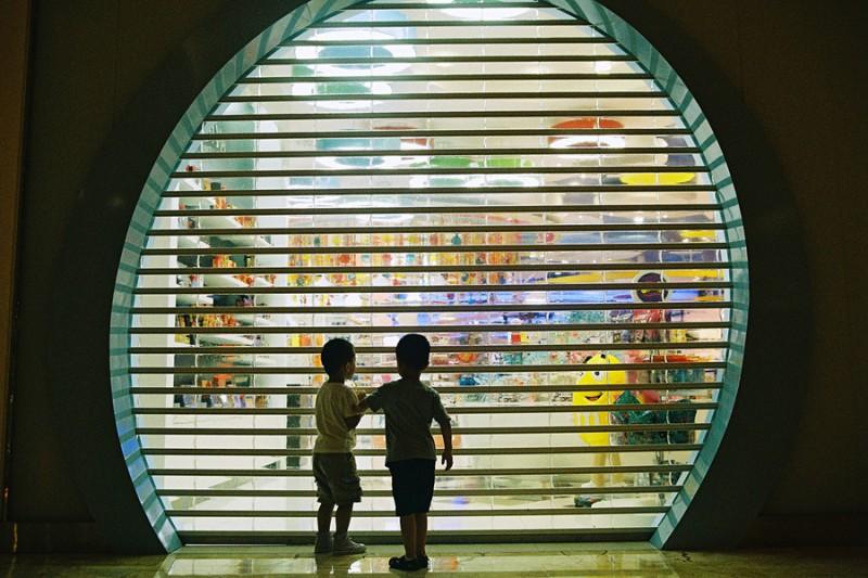 两个小朋友出游-菲林中文-独立胶片摄影门户!