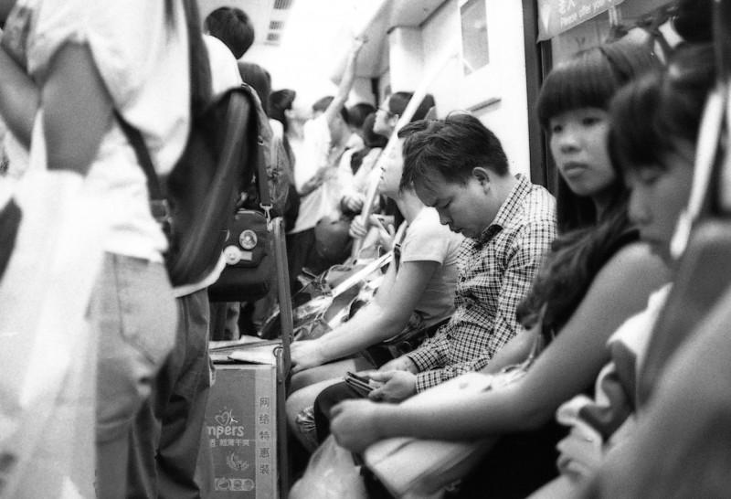 地铁潜伏-菲林中文-独立胶片摄影门户!