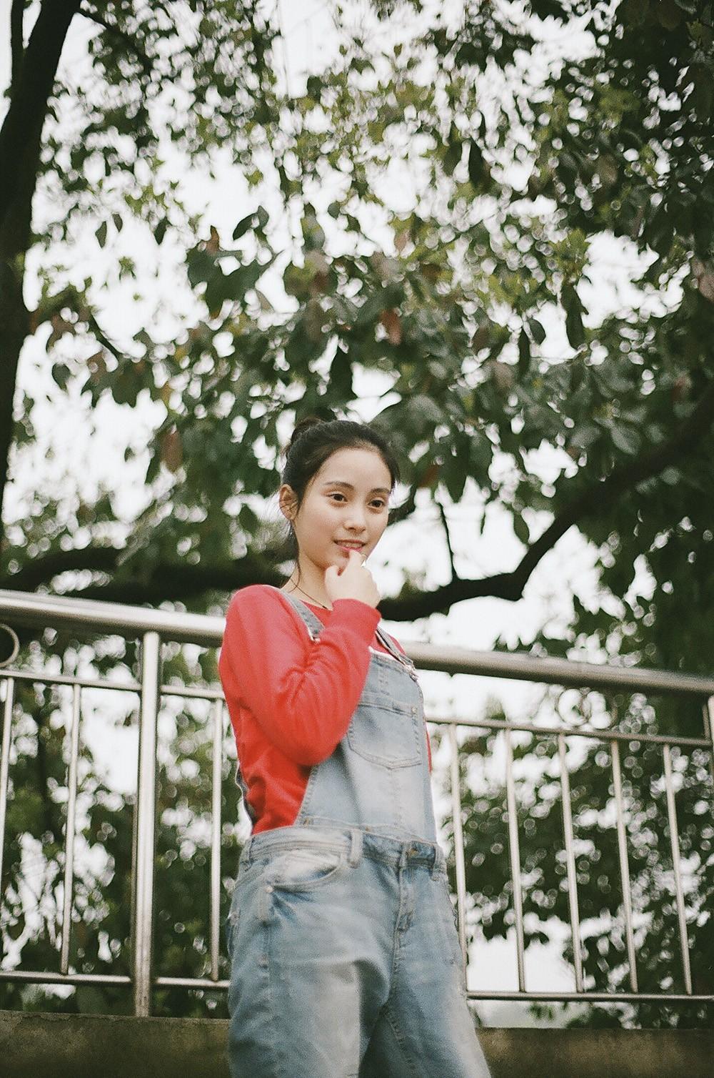 你腼腆的把头举过头顶 @CloserCz-菲林中文-独立胶片摄影门户!
