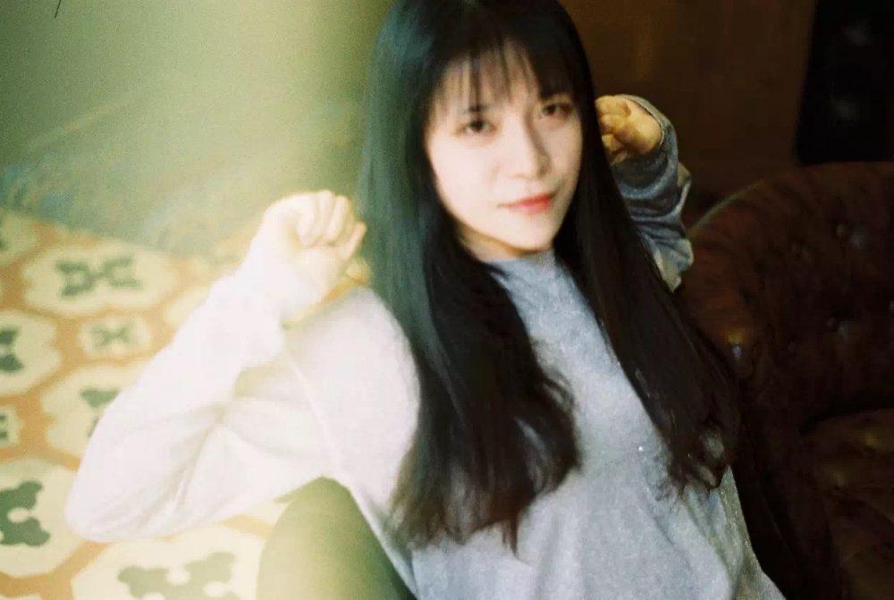 可爱的花店甜点老板娘 @账房先生---菲林中文-独立胶片摄影门户!