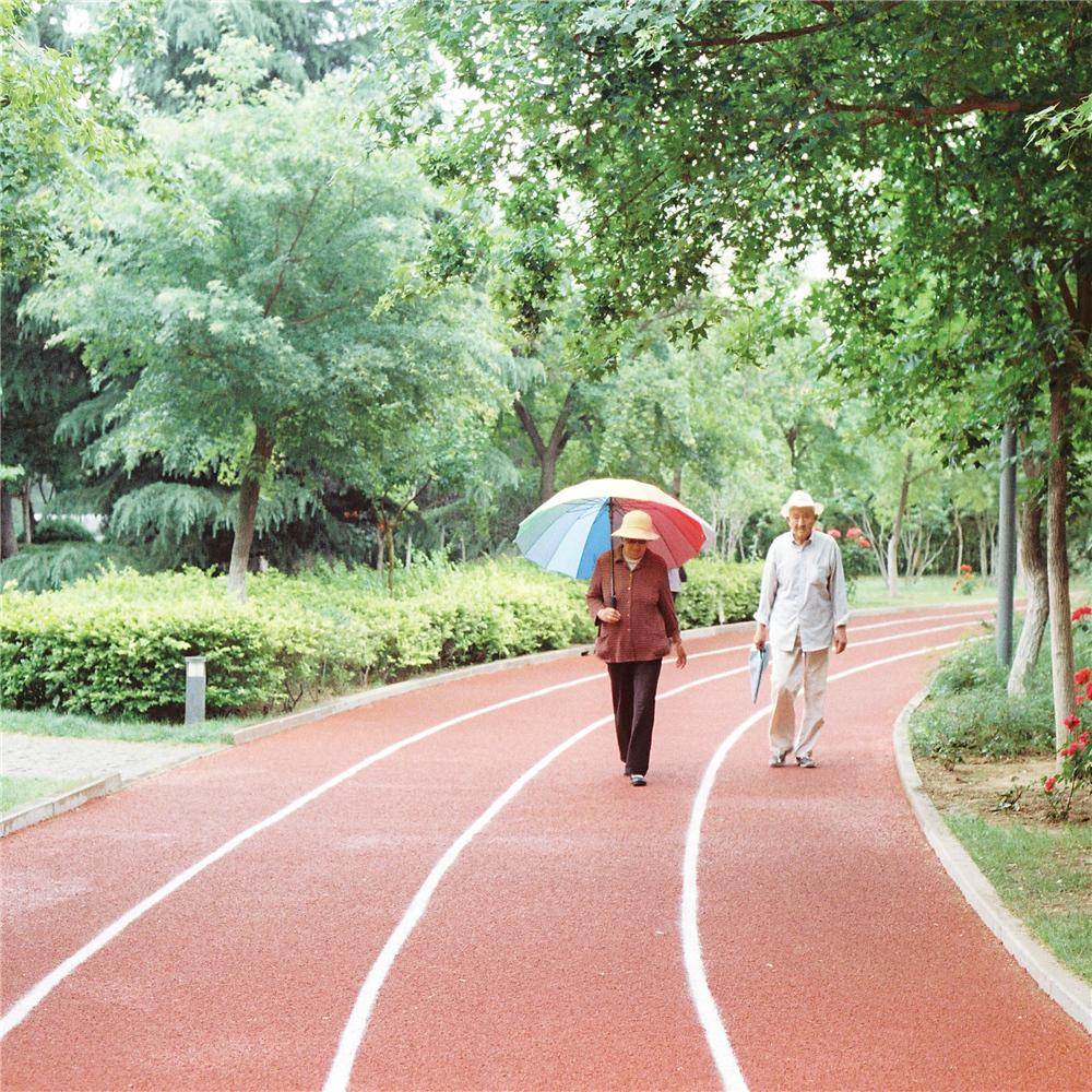 初拍胶片人像:雨的记忆@Young先生杨-菲林中文-独立胶片摄影门户!