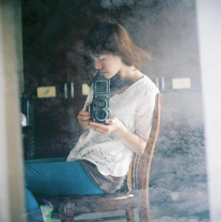 hey,我就喜欢拿着相机自拍!谁让我长得这么漂酿呢!-菲林中文-独立胶片摄影门户!