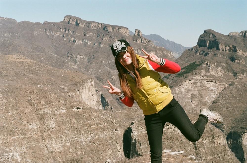 山花荒野注视你@狼行红雪-菲林中文-独立胶片摄影门户!